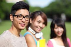 Studentdiversiteit op universitaire campus Stock Fotografie