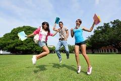 Studentdiversiteit op universitaire campus Royalty-vrije Stock Fotografie