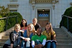 Studentdiversiteit op universitaire campus Stock Afbeelding