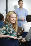Studente adolescente femminile In Class Immagine Stock