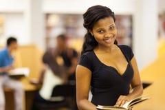Studente africano femminile sveglio Fotografie Stock Libere da Diritti
