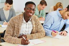 Studente africano sorridente felice Fotografia Stock