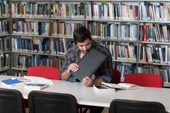 Studente arrabbiato Wants To Break il suo computer portatile Fotografia Stock Libera da Diritti