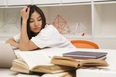 Studente asiatico stanco Fotografia Stock Libera da Diritti