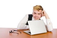 Studente astuto che si siede con il computer portatile sopra Fotografia Stock Libera da Diritti