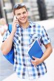 Studente bello che parla sul telefono Fotografia Stock Libera da Diritti