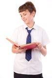 Studente che legge un libro Fotografia Stock