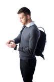 Studente che manda un sms sullo smartphone Fotografia Stock