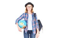 Studente che posa con il globo Fotografia Stock Libera da Diritti
