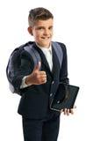 Studente che tiene una compressa e che mostra i pollici su Fotografie Stock
