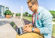 Studente con il computer Immagini Stock Libere da Diritti