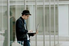 Studente con il computer Immagine Stock