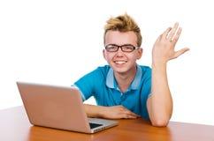 Studente con il computer portatile su bianco Immagini Stock