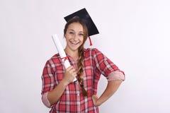 Studente con il diploma ed il cappuccio di graduazione Fotografia Stock Libera da Diritti