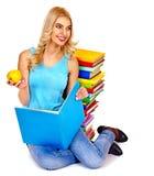 Studente con il libro della pila. Fotografie Stock