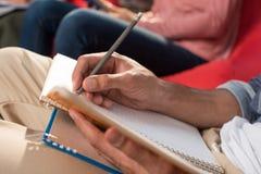 Studente con il quaderno ed il libro Fotografia Stock Libera da Diritti