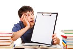 Studente con una lavagna per appunti Immagini Stock