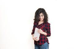 Studente della giovane donna che sorride con il libro Fotografie Stock