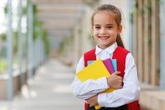 Studente della scuola elementare della scolara della ragazza del bambino fotografie stock