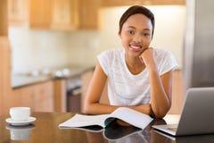 Studente di college africano femminile Immagine Stock