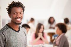 Studente di college africano sorridente Fotografia Stock