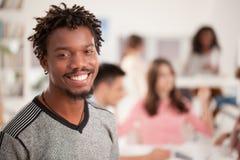 Studente di college africano sorridente Immagine Stock Libera da Diritti