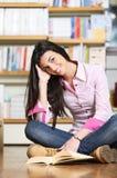 Studente di college femminile sorridente Fotografia Stock