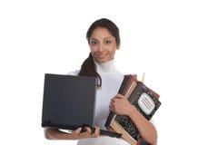 Studente di college indiano etnico con il PC del computer portatile Fotografie Stock