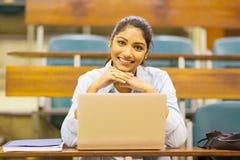Studente di college indiano sveglio Immagine Stock Libera da Diritti