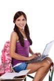 Studente di college ispano con il computer del PC del computer portatile Immagine Stock Libera da Diritti