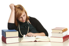Studente di college Reading Book Immagini Stock