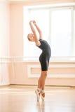 Studente di dancing di balletto a classe A Fotografie Stock