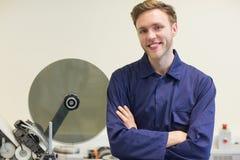 Studente di ingegneria che sorride alla macchina fotografica Fotografia Stock Libera da Diritti