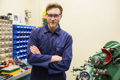 Studente di ingegneria che sorride alla macchina fotografica Immagine Stock