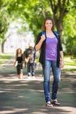 Studente di laureato femminile sicuro Outdoors Fotografie Stock Libere da Diritti