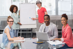 Studente di modo che dà una presentazione Immagini Stock