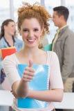 Studente di modo che sorride alla macchina fotografica Fotografia Stock