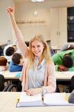 Studente che solleva mano nel sonno Fotografia Stock Libera da Diritti