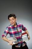 Studente divertente con molti libri Fotografia Stock Libera da Diritti