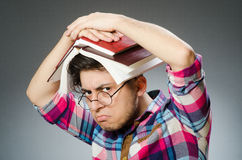 Studente divertente con molti libri Immagini Stock