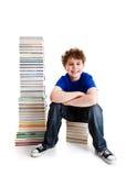Studente e mucchio dei libri Fotografia Stock