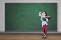 Studente elementare che grida con il megafono Immagine Stock Libera da Diritti
