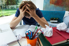 Studente esaurito a casa Immagine Stock