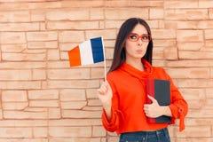 Studente Holding Flag e lingua straniera di cultura libresca fotografie stock libere da diritti