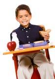 Studente: Il ragazzo prende un morso dal panino Immagine Stock Libera da Diritti