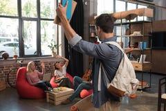 Studente maschio con i libri Immagini Stock