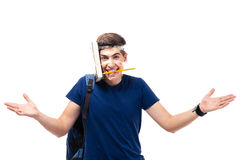 Studente maschio con il libro e la matita attaccati alla sua testa Fotografie Stock Libere da Diritti