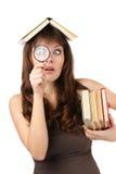 Studente met boeken en vergrootglas Stock Foto
