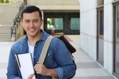 Studente misto di etnia che sorride sulla città universitaria Fotografia Stock