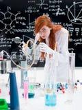 Studente nel laboratorio di chimica Fotografia Stock Libera da Diritti